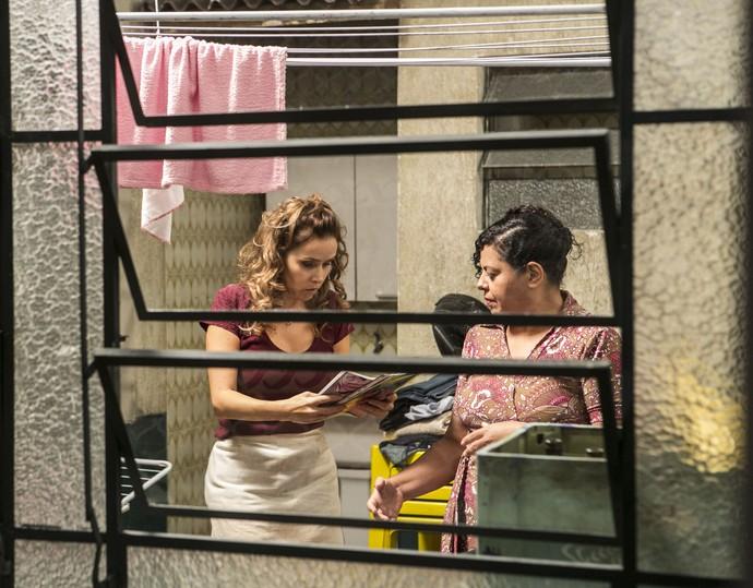 Gilda reconhece Germano em revista sobre o concurso (Foto: Inácio Moraes/Gshow)