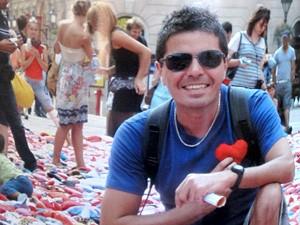 Ação é realizada por um ator que busca realizar sonho de seu falecido irmão (Foto: Mariane Rossi/G1)