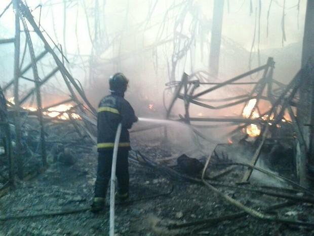 35 bombeiros atuaram no combate às chamas (Foto: Divulgação/Corpo de Bombeiros do Amazonas)