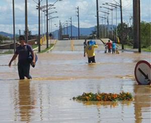 Acesso principal à cidade de Itajaí (SC), inundado em 2011. Um ano depois, projetos de melhoria na região continuam no papel  (Foto: Rosanne D'Agostino/G1)
