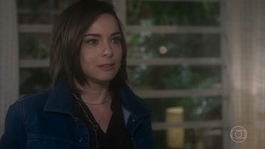 Beth descobre que Augusto e Vitória estão juntos