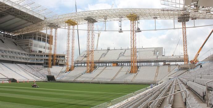 Especialistas finalizam descimbramento da cobertura metálica da Arena Corinthians (Foto: Divulgação / Odebrecht)