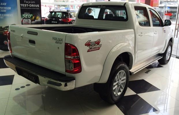 Toyota Hilux nas lojas (Foto: Guilherme Blanco Muniz/Autoesporte)