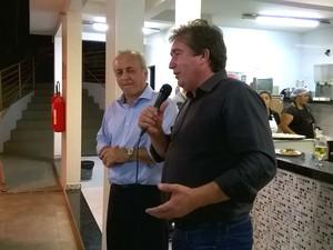 Presidente da Amams, César Emílio, e o diretor da Inter TV, Fábio Braidatto,  (Foto: Valdivan Veloso/G1)