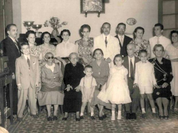 Família Paes de Barros reunida nas bodas de ouro do coronel Antônio Antero Paes de Barros (Foto: Arquivo Pessoal;Sônia Arruda)