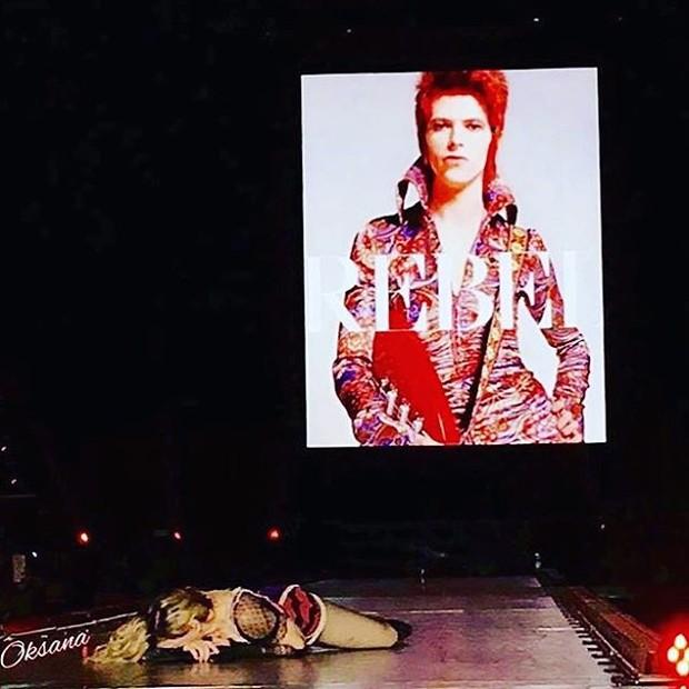 Madonna presta homenagem a David Bowie — Vídeo