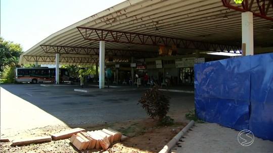 Condições de terminal rodoviário causam reclamações em Três Rios
