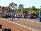 Trabalhadores rurais bloqueiam trecho de rodovia em MT para protestar