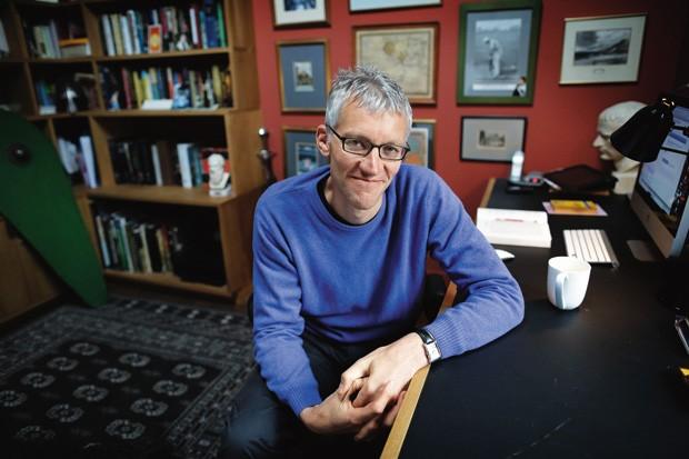 A HISTÓRIA INVESTIGADA O escritor britânico Tom Holland. Seu mais recente livro provocou críticas por questionar a narrativa tradicional das origens do islamismo (Foto: Dwayne Senior/Eyevine)