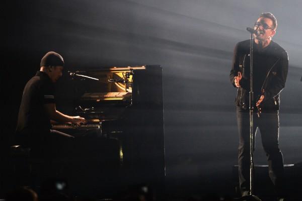 Bono Vox e The Edge durante apresentação recente do U2 (Foto: Getty Images)
