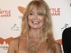 Goldie Hawn usa sandália que comprou no Brasil em pré-estreia