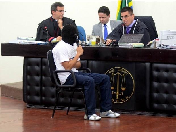 Testemunhas e réus são ouvidos em julgamento nesta terça (Foto: Mario Oliveira/TJAM)