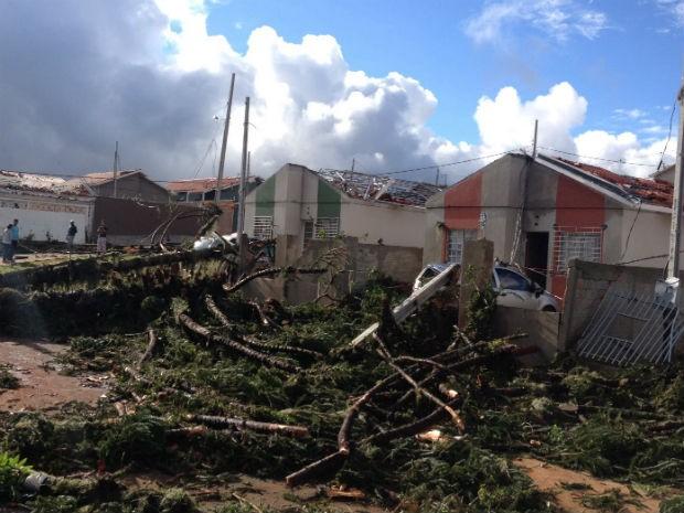 Dezenas de casas foram destruídas em Ponta Grossa (Foto: Wesley Cunha / RPC )