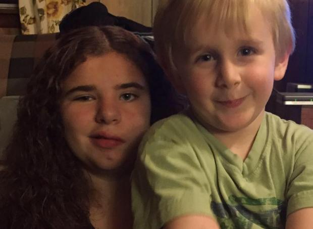 Bethany e o irmão (Foto: reprodução facebook)