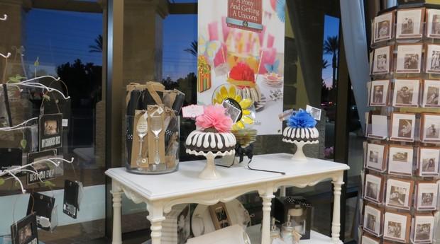 Além dos bolos vendidos na loja, o cliente também pode fazer encomendas através do site da empresa (Foto: Mariana Iwakura)