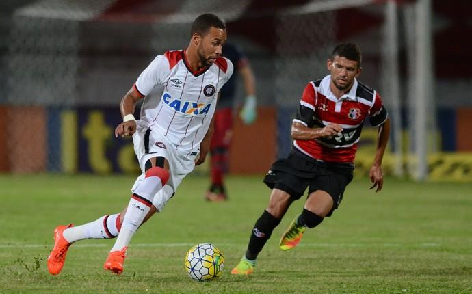 Santa Cruz Atlético-PR Weverton (Foto: Gustavo Oliveira/ Atlético-PR)