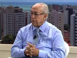 Dr. Milton Hênio fala sobre cuidados com as crianças na água  (Foto: Reprodução/TV Gazeta)