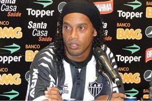 Ronaldinho Gaúcho na apresentação no Atlético-MG (Foto: Fernando Martins)