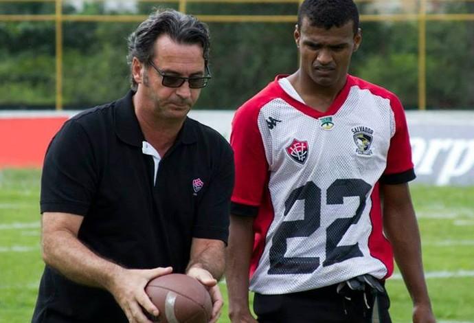 Do sofá para a seleção  ex-garçom vira destaque no futebol americano ... 00d9b57605ee3