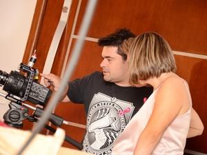 Elisa acompanhou as gravações ao lado do produtor Alex Batista (Foto: Claudia Silva/Grupo Andanças)