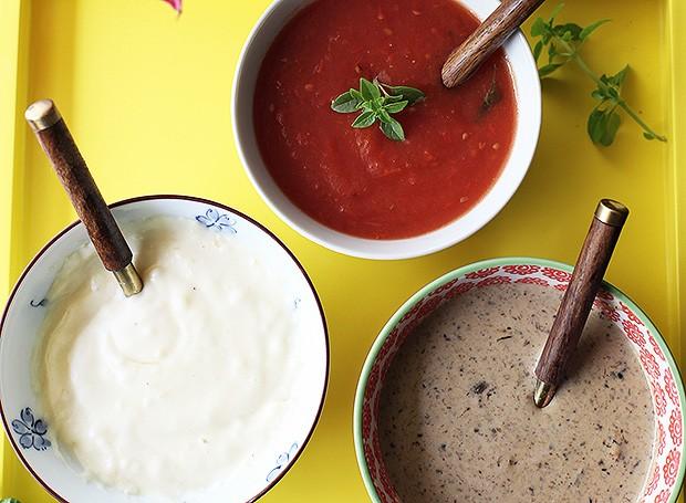 Três básicos: molho aos quatro queijos, de tomate básico e ao funghi
