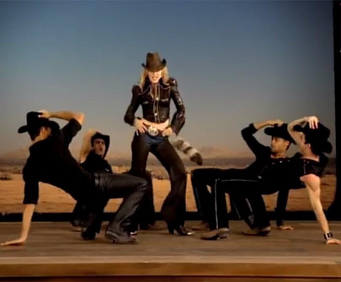 No clipe de Don't Tell Me, Madonna arrasa na coreografia (Foto: Reprodução)