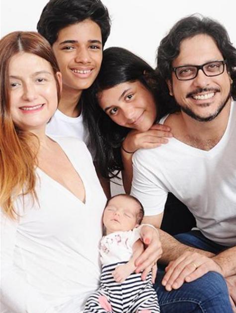 Lucio Mauro Filho posa com a família (Foto: Adriana Lins)