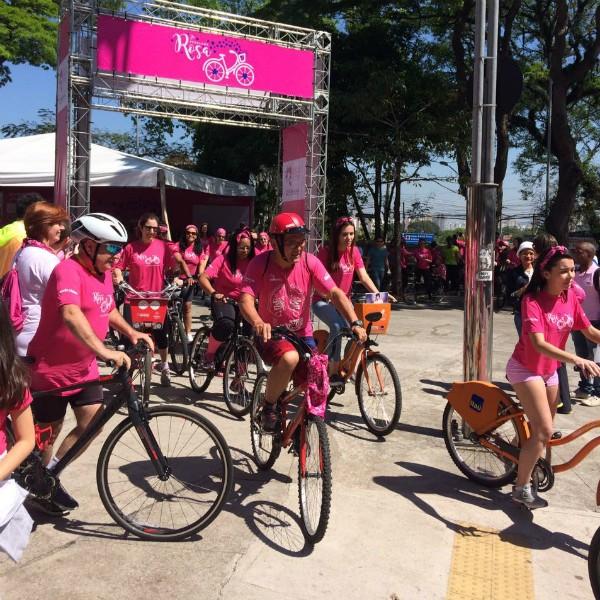 Segunda Pedalada Rosa: evento tem como objetivo chamar a atenção para câncer de mama (Foto: Lu Angelo)
