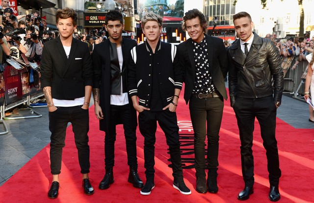 2013: Zayn Malik exibe silhueta sequinha com os colegas do One Direction (Foto: Getty Images)