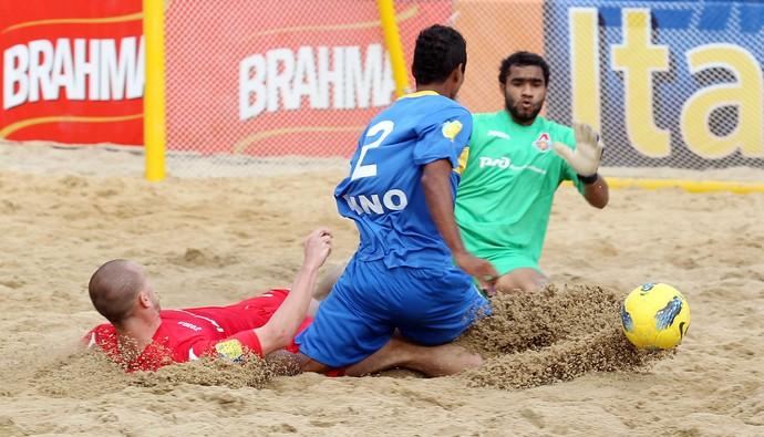 Dino marcou três dos seis gols do Boca juniors na derrota para o Lokomotiv (Foto: Wander Roberto)