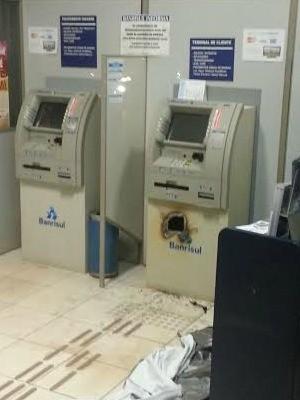 Banco de Erval Grande (RS) foi alvo dos criminosos (Foto:  AUONLINE)