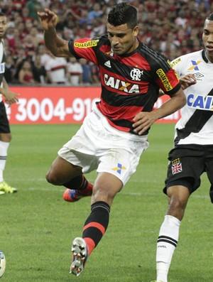 Ederson para em Martín Silva diante do Vasco (Foto: Gilvan de Souza / Flamengo)