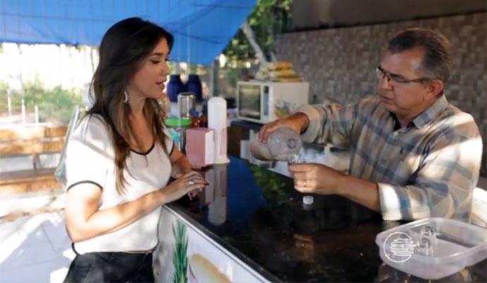Simone Castro prova suco de castanha e pitomba (Foto: Reprodução/Rede Clube)
