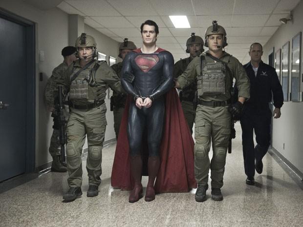 Superman (Henry Cavill) em cena de 'O homem de aço' (Foto: Divulgação)