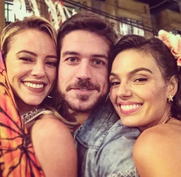 Paolla Oliveira, Marco Pigssi e Isis Oliveira (Foto: Reprodução/Instagram)