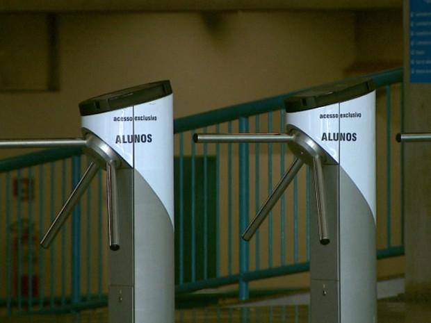 Vestibulandos esconderam pontos eletrônicos nas parte íntimas para passar pelos detectores da universidade em Ribeirão Preto (Foto: Reprodução/EPTV)