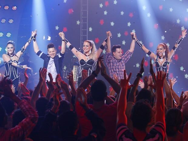 Empreguetes no palco da dupla: sucesso absoluto! (Foto: Cheias de Charme / TV Globo)