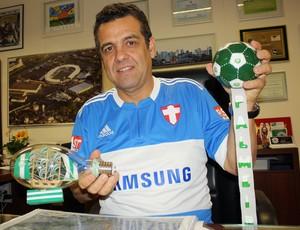 Prefeito promete placa na Arena da Fonte caso Palmeiras consiga escapar do rebaixamento (Foto: Cleber Akamine / globoesporte.com)