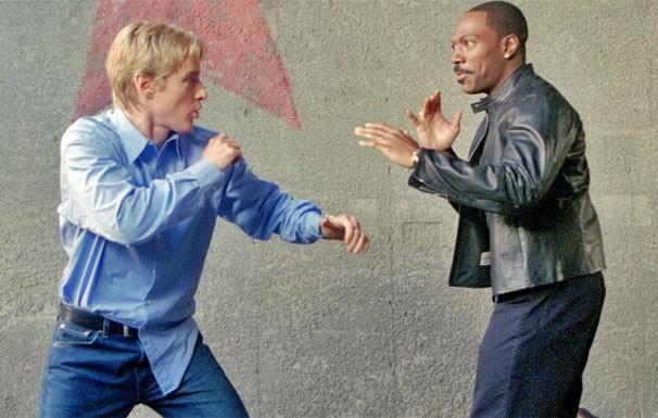 Kelly (Eddie Murphy) e Alex Scott (Owen Wilson) precisam se entender se quiserem recuperar o avião (Foto: Divulgação / Reprodução)