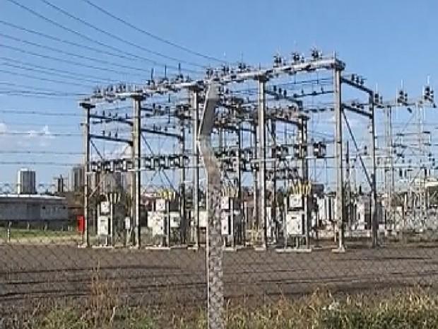 Fornecimento de energia elétrica foi interrompido em algumas cidades (Foto: Reprodução/ TV TEM)