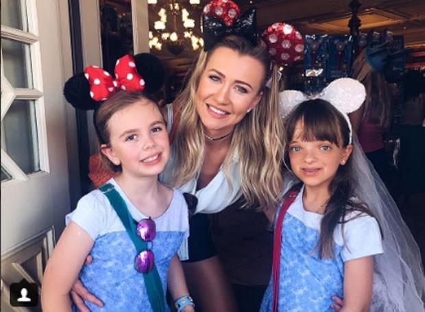 Ana Paula Siebert viaja para Orlando com Rafa Justus, irmãs e sobrinha  (Foto: Reprodução)