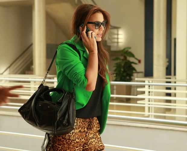 Tiago Abravanel avisa à Bruna pelo telefone que está chegando! (Foto: Domingão do Faustão / TV Globo)