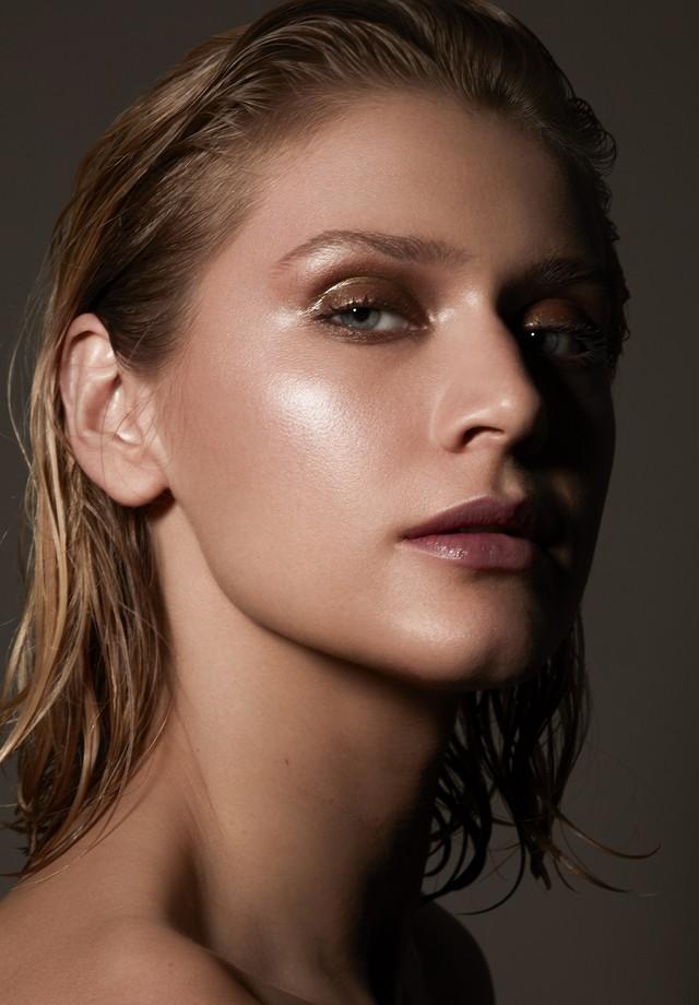 Celina Locks mostra sua beleza em editorial exclusivo (Foto: Divulgação/ Andrea Dematti)