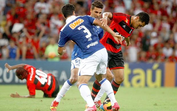 Hernane jogo Flamengo contra Cruzeiro (Foto: Márcio Alves / Agência O Globo)