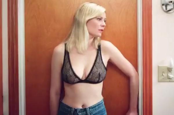 A atriz Kirsten Dunst no vídeo que dividiu seus fãs (Foto: Instagram)