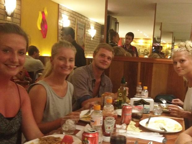 Após o dia de turismo no Rio, ginastas jantaram em restaurante em Copacabana (Foto: Guilherme Brito/G1)