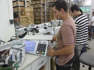 Disquetes serão substituídos por pen-drives nas Eleições 2012 (Foto: TRE/SE)