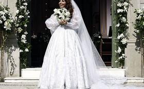 Laço enorme chama a atenção no vestido de noiva de Cleonice