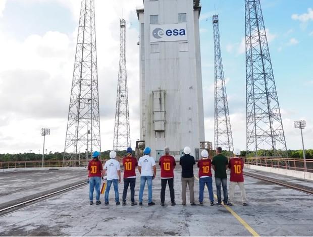 Camisa da despedida de Totti da Roma é lançada ao espaço