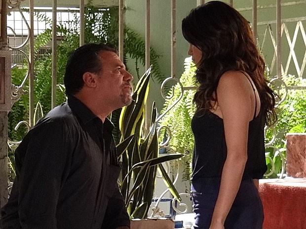 Russo e Morena dão uma encarada repleta de tensão (Foto: Salve Jorge/TV Globo)